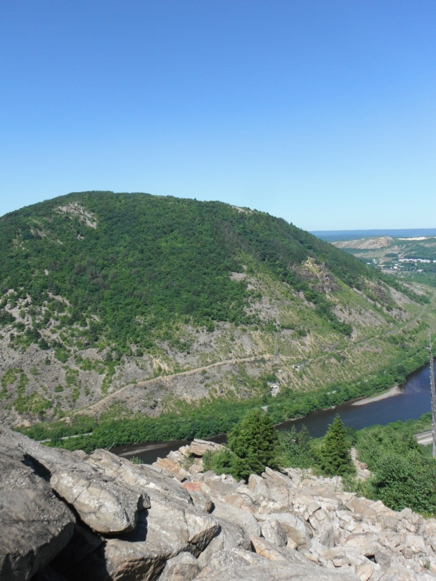 The view from the ragged north side of Lehigh Gap